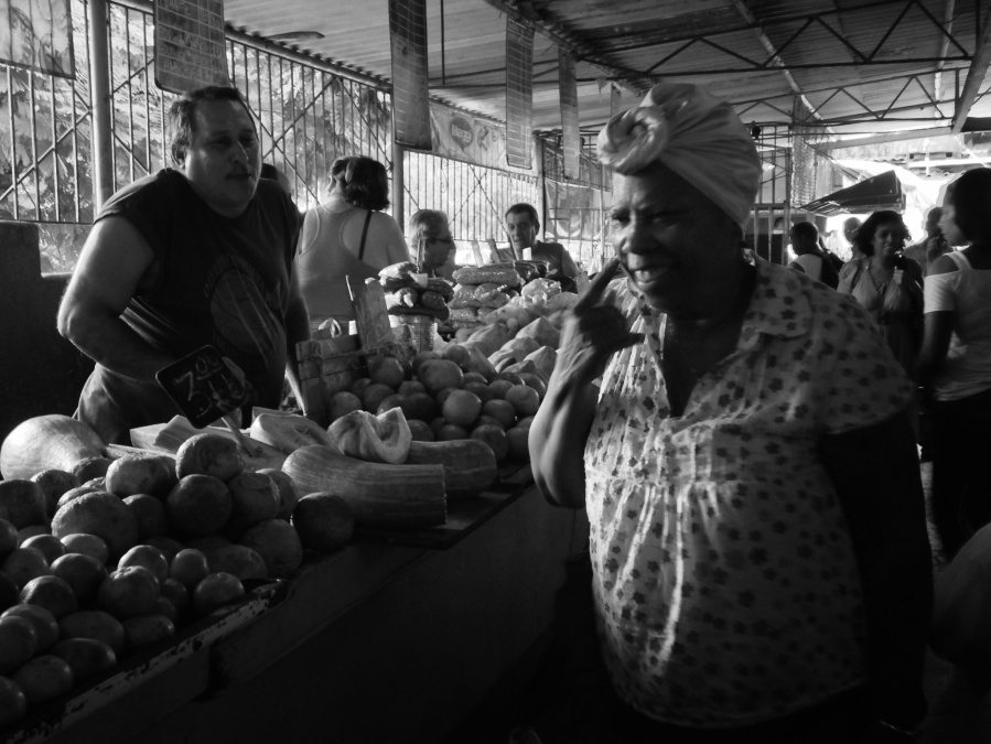 Cuba-mujer mercado 19- habana-liana solis photographer
